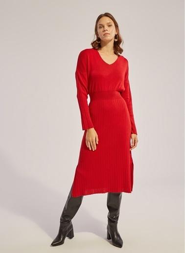 Monamoda V Yaka Beli Lastikli Uzun Kollu Triko Elbise Kırmızı